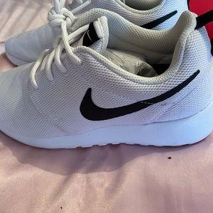 Ladies Nike Roche One